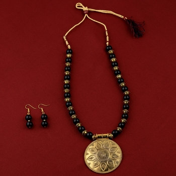 Exclusive  Adjustable Designer Gold Oxidised Round Pendant Black Pearl mala set for Women girl
