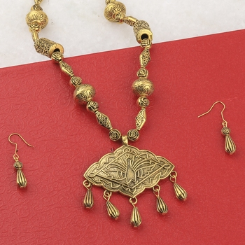 Adjustable Gold Plated Different Fancy Look Pendant mala set for Women girl