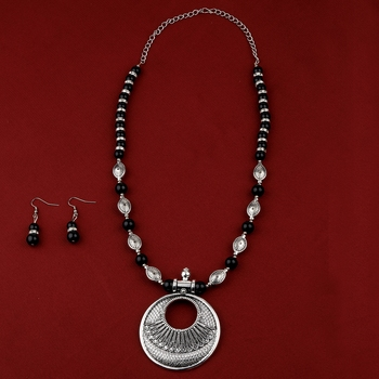 Adjustable Traditional Fancy Silver Plated With Black Pearl  Pendant mala set for Women girl