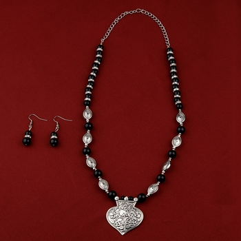 Adjustable stylish Fancy Silver Plated With Black Pearl  Pendant mala set for Women girl