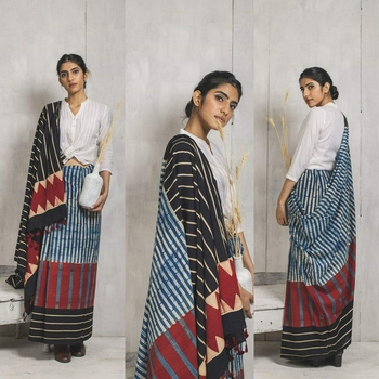 Handblock Print Saree / Cotton Mul Saree paired with White Blouse Piece - Ethnics Land