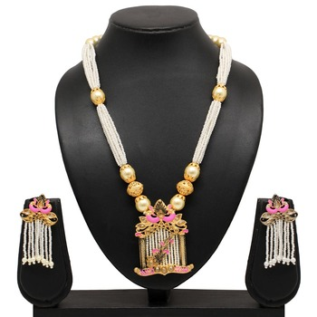 Pink necklace-sets