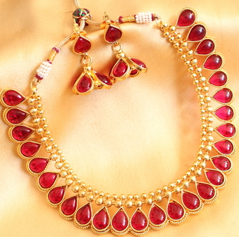 Lovely Goldtone Red Kundan Necklace With Earrings