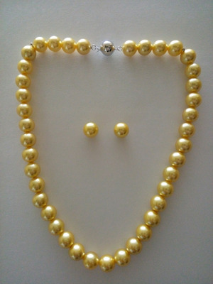 Yellow Natural Pearl Neckline