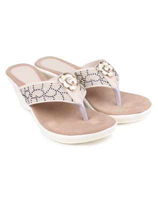 White synthetic Beautiful and comfortable heels