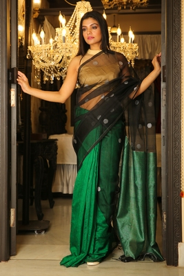Green woven matka silk saree with blouse