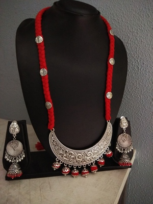 Red tassle crescent moon pendant necklace set