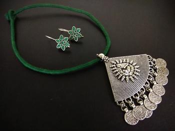 Green Tassle Ganpati Pendant Set With Kundan Earring