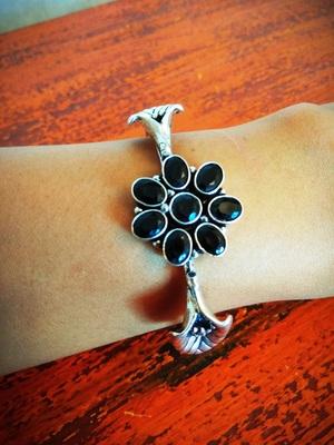 Black floral kundan bracelet