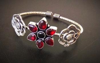 Maroon stone floral bracelet design