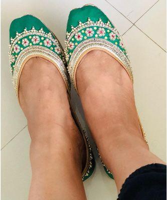 Green Embellished Wedding Shoes, Beaded Bridal Footwear Ethnic Jutti Mojaris