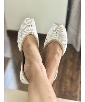 Bridal White Beaded Shoes, Wedding Pearl Shoes, Embellished White Moti Jutti