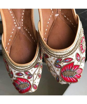 White and Red Embellished Wedding Shoes,Beaded Bridal Footwear,Ethnic India Shoe