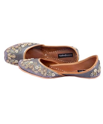 Bridal Shoes,Grey Embroidered Shoes,Grey Women Wedding Jutti,Indian Ethnic Shoes