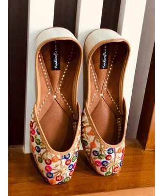 Women Ethnic Leather Shoes, Embroidery Footwear, Mojari, Indian Ethnic Shoes