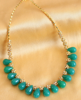 Lovely Goldplated Royal Greenbeaded Stone Balls Necklace DJ17665
