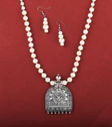 Elegant Beautiful Party Wear Oxidised Pendant White Pearl Jewellery Set For Women
