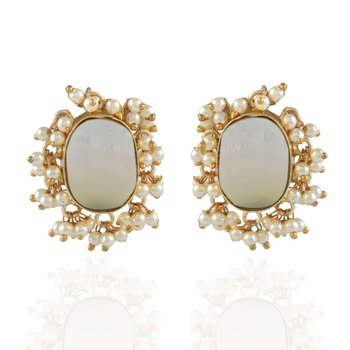 white golden baroque pearl smart look cute studd