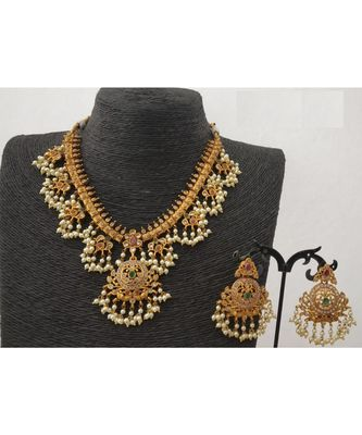 Traditional Temple Design Pearl Necklace Set for Women