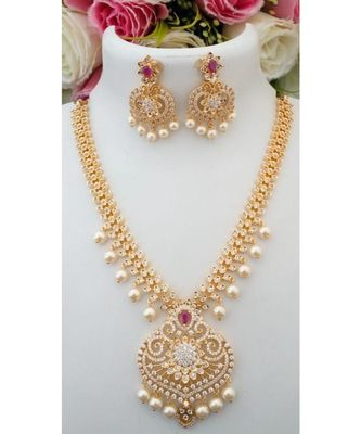 Exquisite Designer American Diamond Necklace with a pair of Beautiful Ear Rings