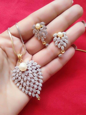 Gold diamond necklaces