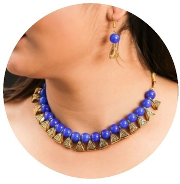Blue pearl necklaces