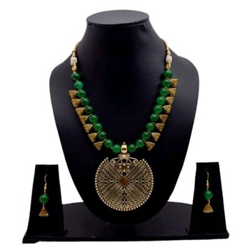 Green pearl necklaces