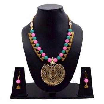 Multicolor pearl necklaces