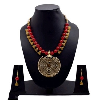 Red pearl necklaces