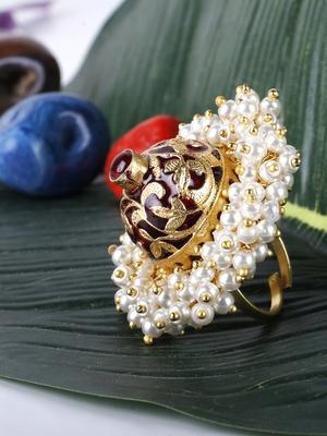 Maroon pearls rings