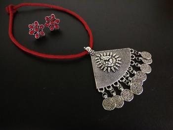 Red tassle Ganpati pendant set with kundan earring