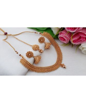 Awesome Antique Gold Tone Neck Wear with Matching Jhumka & Maang Tikka