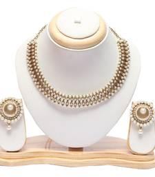 Pearl choker with pearl earrings