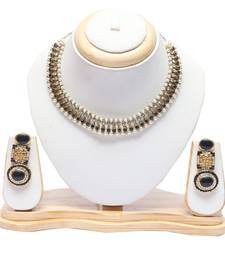 Kundan necklace and earrings in black necklace set