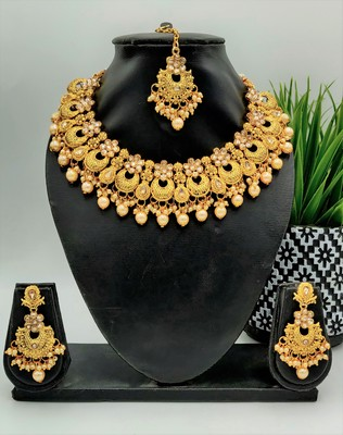 Women Gold-Plated & Off-White Kundan & Pearl Embellished Jewellery Set