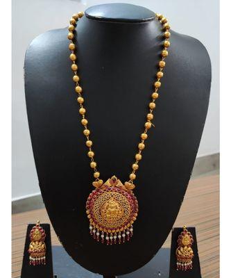 Kundans gold plated necklace set