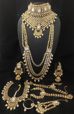 Latest Ethnic Indian Bollywood Celebrity White Kundan PearlBridal Jewelry Set