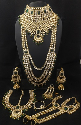 Latest Ethnic Indian Bollywood Celebrity Green White Kundan PearlBridal Jewelry Set