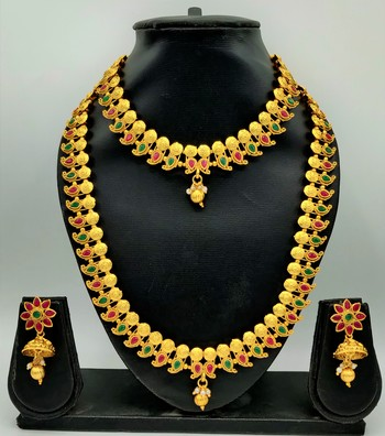 GOLD PLATED & RED AND GREEN STONE STUDED SOUTH INDIAN TRADITIONAL NECKLACE JEWELLERY SET COMBO FOR WOMEN