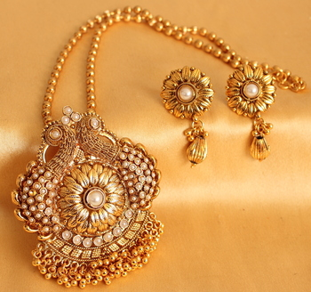 Beautiful Antique Peacock Pearl Necklace Set