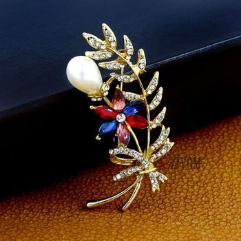 Gold pearl brooch