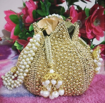 Worthyy Enterprises Women's Pearl Lotus Potli (Gold)