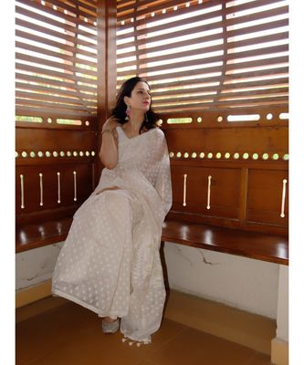 Elegance with comfort in this khadi silk jamdani saree