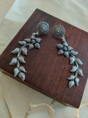 Light weight Silver Floral Earrings