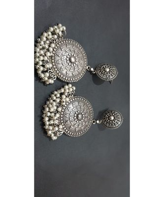 Round Dangling earrings with pearl drops