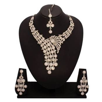 Bridal Diamond Necklace Set with tikka