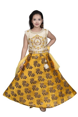 YELLOW FLORAL BROCADE LEHENGA WITH CREAM EMBROIDERED CHOLI AND YELLOW NET DUPATTA