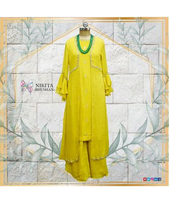 This gorgeous dress has a banarasi kurta with a chinon jacket on top of it. Tge look is completed with a chinon plazzo