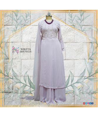 This gorgeous designer dress comes in pretty colour of mauve with one side of kurta