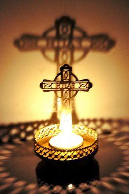 Shadow Christmas Cross Tealight Candle Holder